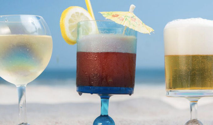 Vous en rêviez, les verres à vin pour la plage sont là !