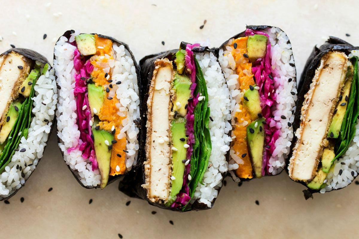 L'onigirazu, à mi-chemin entre le sandwich et le maki